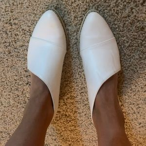 Crown Vintage Shay Cutout Bootie (white)